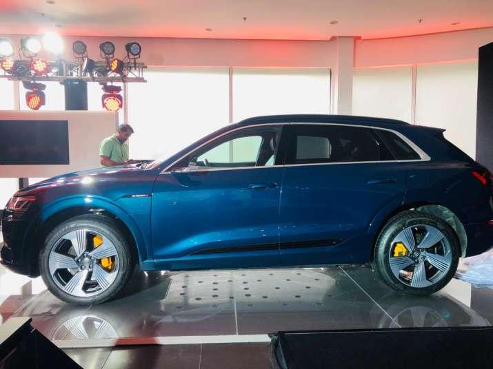 Audi e-tron side view