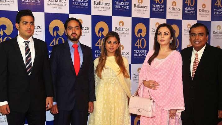 India Tv - Mukesh Ambani and family