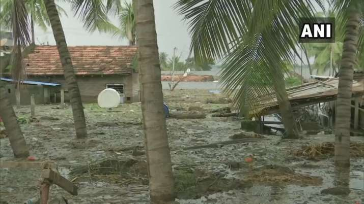 India Tv - Heavy rain damages property in the Kolhapur region