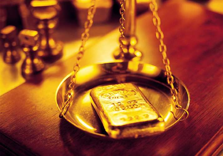 Gold retouches all-time high mark of Rs 38,470 on