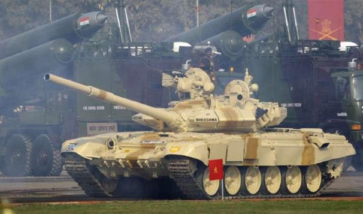 Barrel of T-90 battle tank explodes during practice session