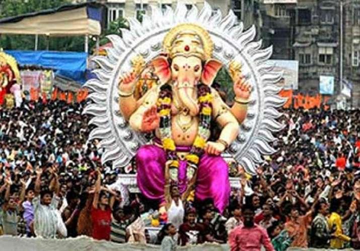 Thane police urge Ganesh mandals to help Maharashtra flood