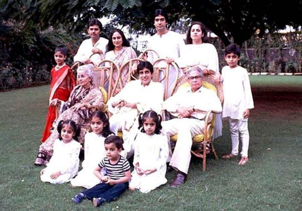 India Tv - Amitabh Bachchan with his family at Jalsa.