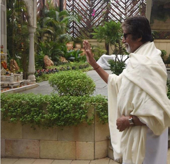 India Tv - Amitabh Bachchan at Jalsa.