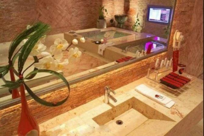 India Tv - Washroom at Amitabh Bachchan's home Jalsa.