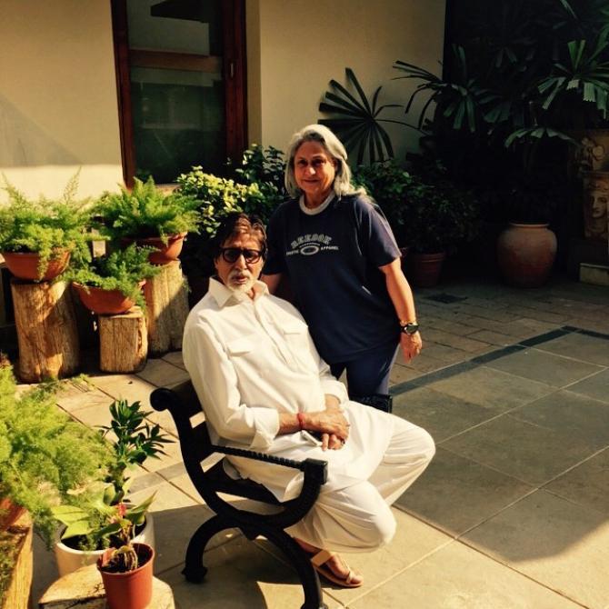 India Tv - Amitabh and Jaya basking in the sun at Jalsa.