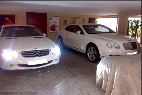 India Tv - Parking lot at Amitabh Bachchan's house Jalsa.