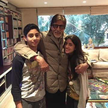 India Tv - Amitabh Bachchan's royal abode Jalsa is worth between Rs 100 and 120 crores. The house is a perfect
