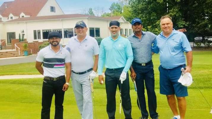 MS Dhoni, Kedar Jadhav spend National Sports Day playing golf | See photo