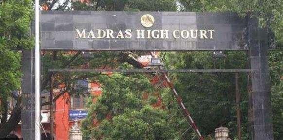 Madras High Court pulls up Tamil Nadu government over helmet rule implementation