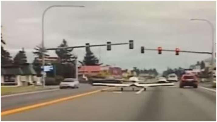Video captures plane landing on busy Washington road