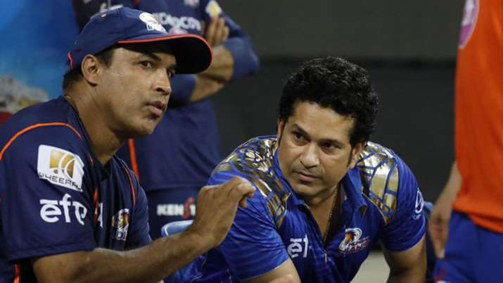 India Tv - Robin Singh is currently serving as the batting coach of MI