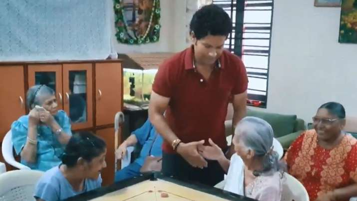 Sachin Tendulkar plays carrom at old age home on National Sports Day | Watch