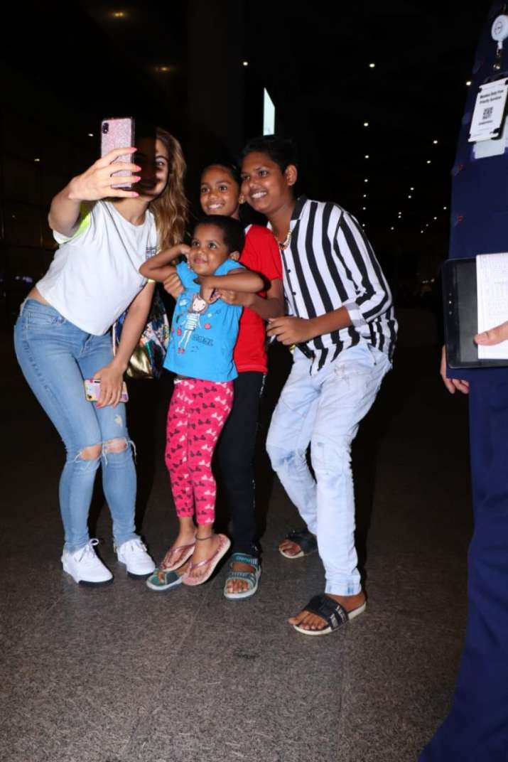 India Tv - Sara Ali Khan with kids