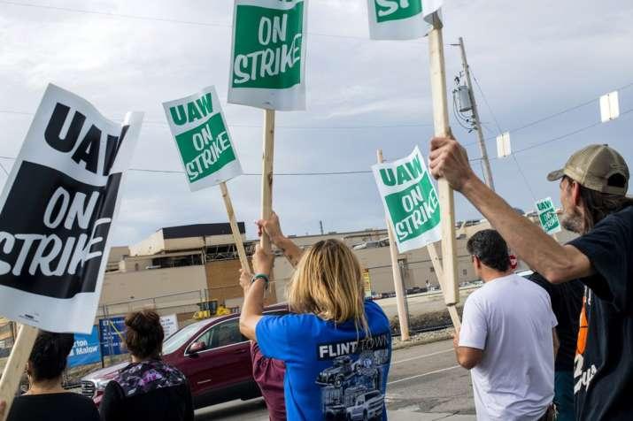 Auto Union votes for major strike against General Motors;