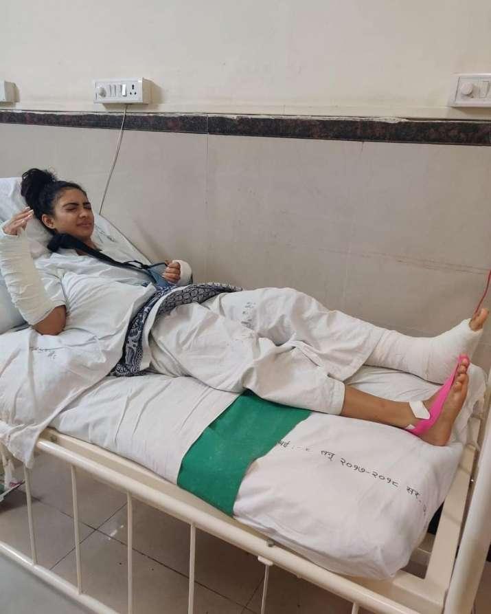 India Tv - Pooja Banerjee quits Nach Baliye 9 after severe injuries