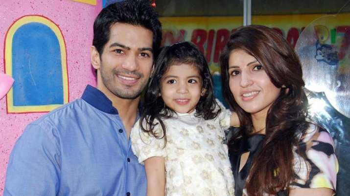 India Tv - Amit Tandon with wife and daughter