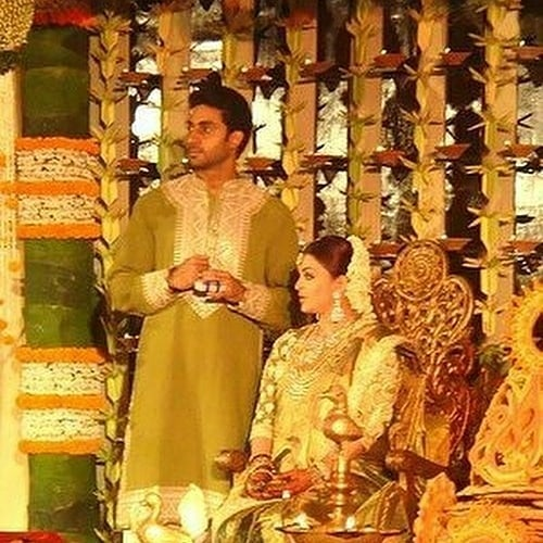 India Tv - Aishwarya Rai Bachchan and husband Abhishek Bachchan look gorgeous in these throwback pictures