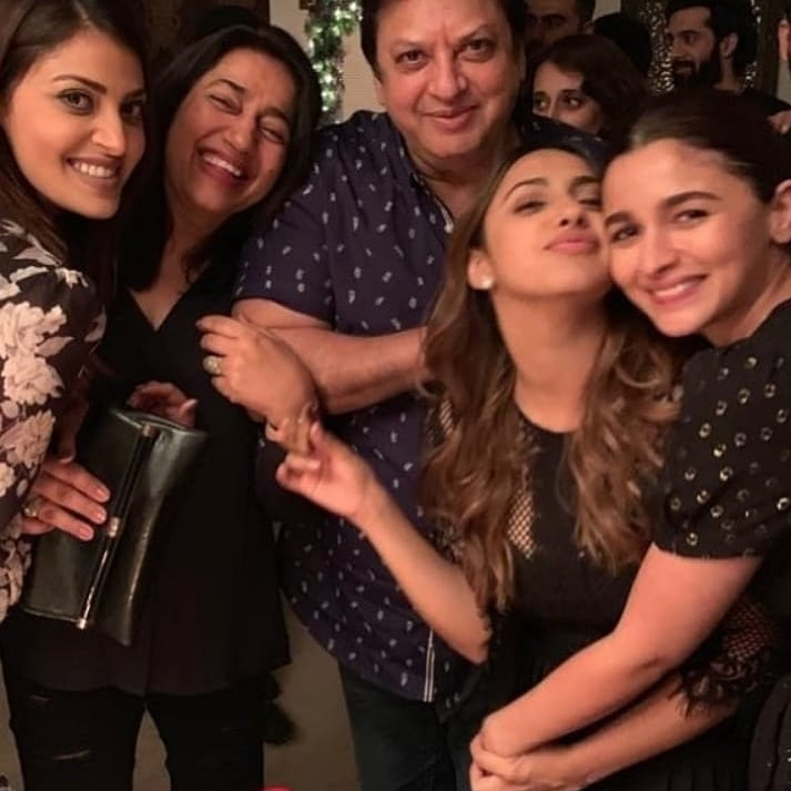 India Tv - Alia Bhatt enjoys with friends