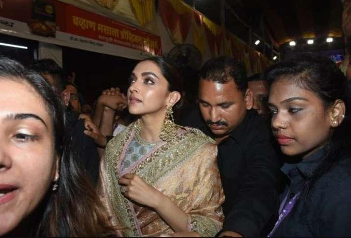 When Deepika Padukone mobbed at Lalbaugcha Raja Ganpati