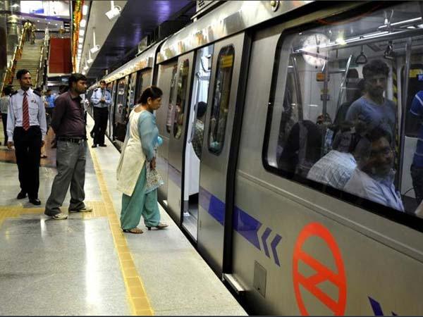 Delhi Metro passenger commits suicide at Jhandewalan,