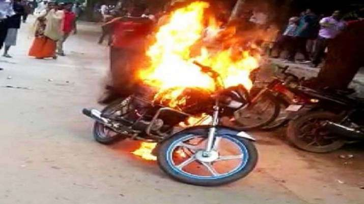 Man sets motorcycle ablaze after being issued challan for