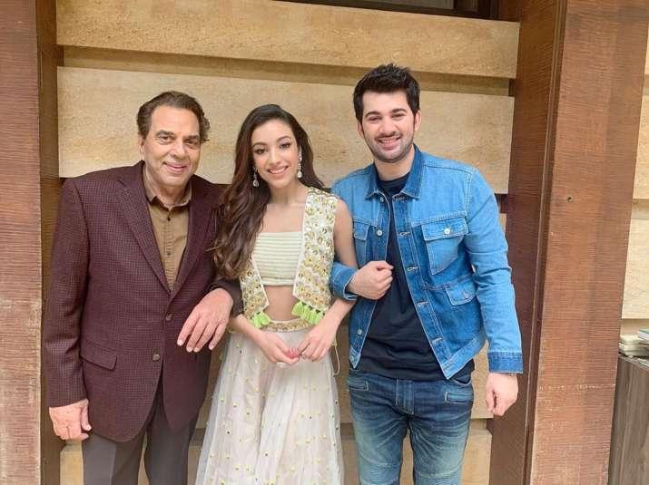 India Tv - Sahher Bambba and Karan Deol with superstar Dharmendra