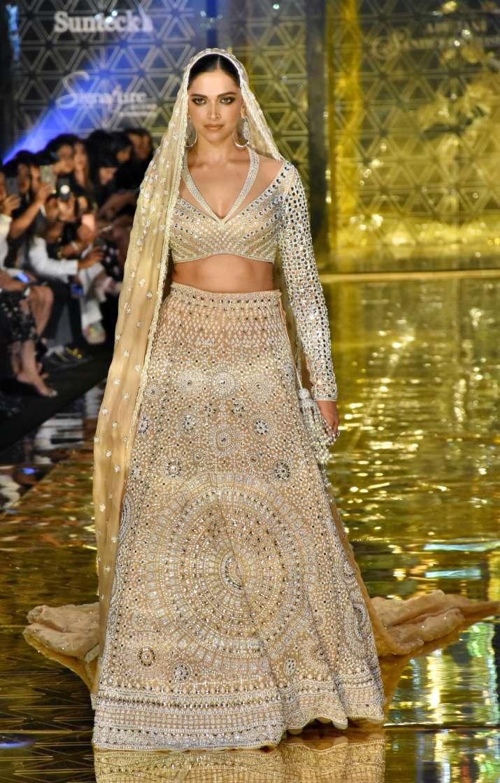 India Tv - Deepika Padukone looks like a goddess at the ramp show