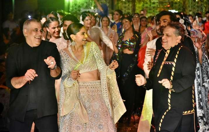 India Tv - Deepika Padukone at Abu Jani- Sandeep Khosla's show