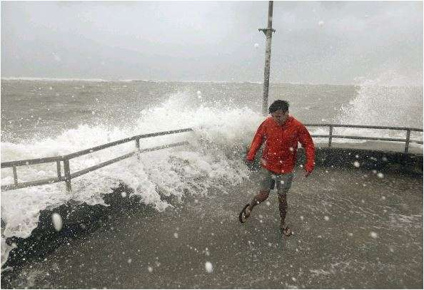 India Tv - Bahamians begin rescues as Hurricane Dorian moves on toward US coast