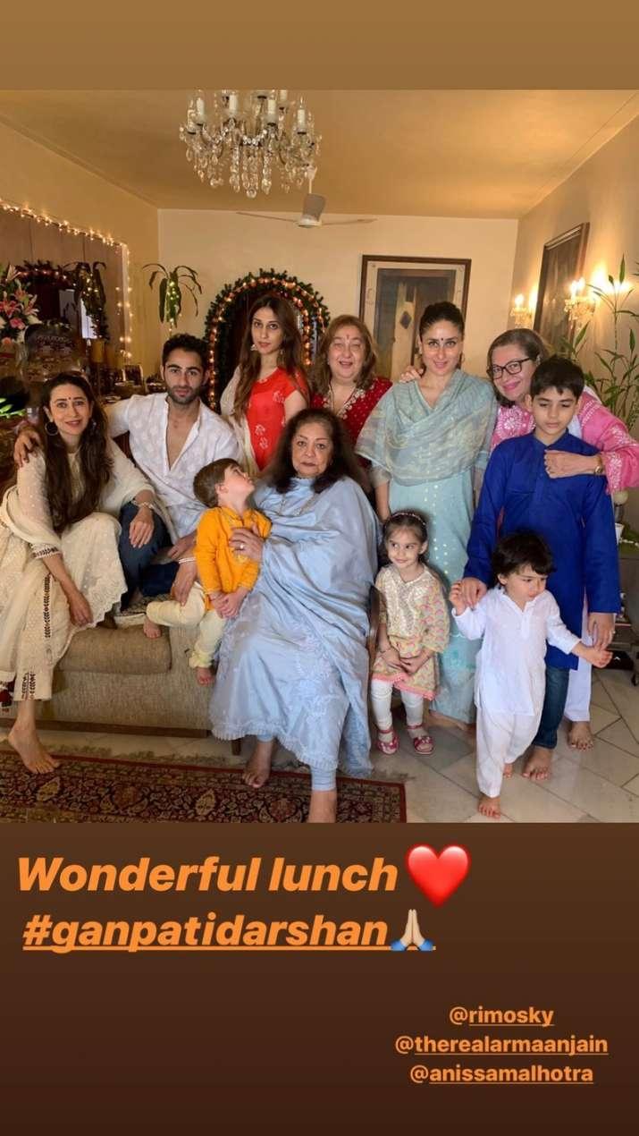 India Tv - Kareena Kapoor Khan and Karisma Kapoor with their family