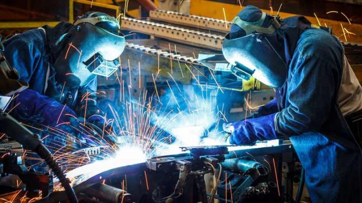 India manufacturing PMI drops to 15-month low in Aug