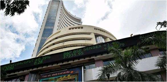 Market starts on a volatile note amid foreign fund outflow, weak global cues