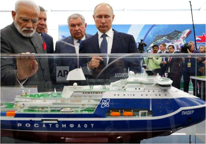 Russian President Vladimir Putin, right, and Indian Prime