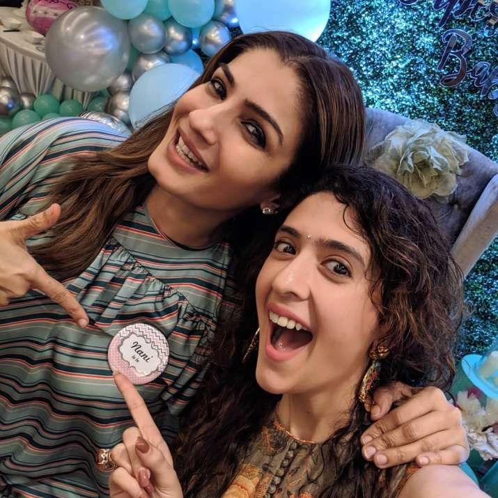 India Tv - Raveena Tandon with her daughter