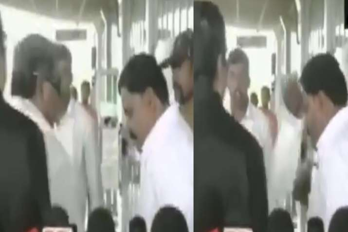 Congress' Siddaramaiah looses cool, slaps his aide outside