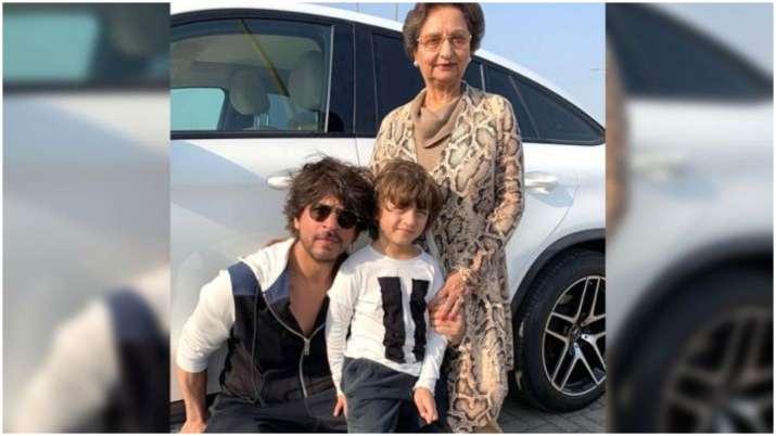 AbRam strikes a pose with Shah Rukh Khan and nani Savita Chibber, picture goes viral
