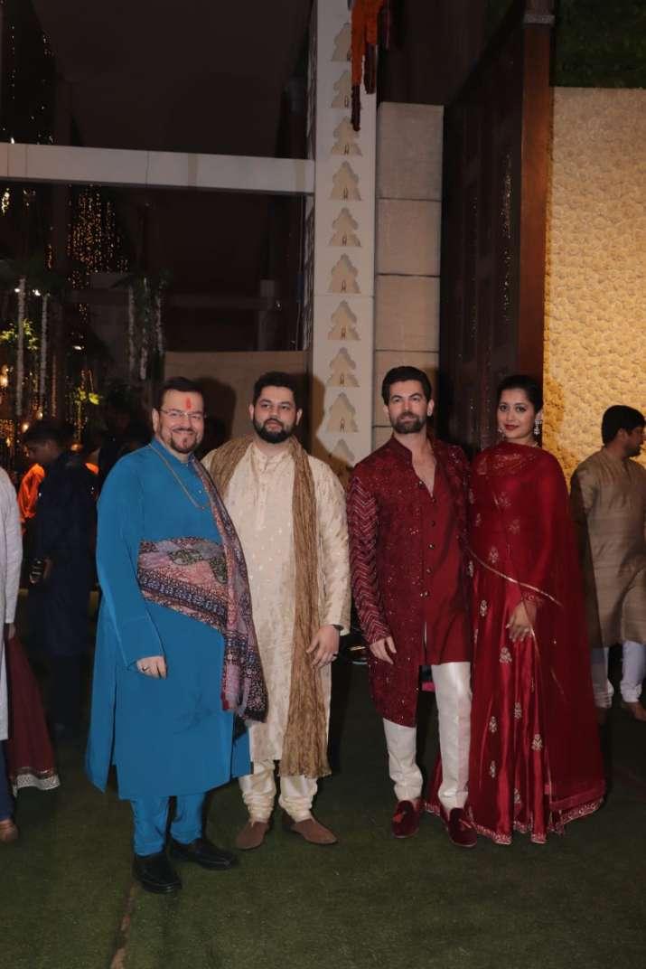 India Tv - neil nitin mukesh and family