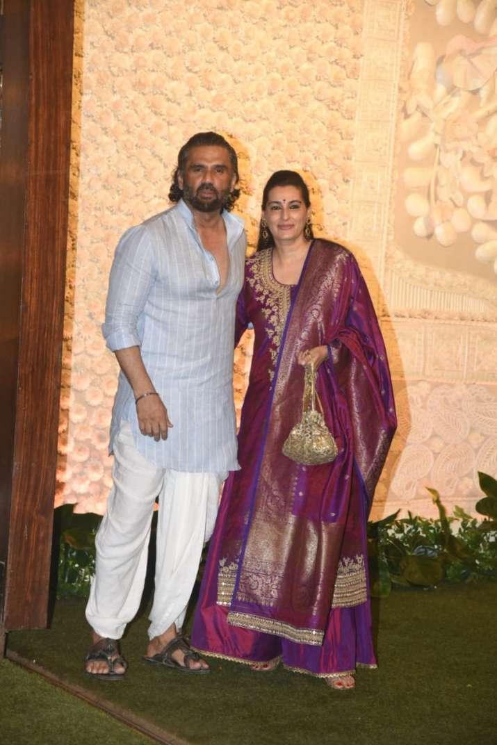 India Tv - suniel shetty and wife