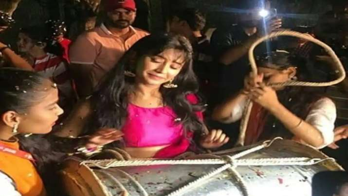 Yeh Rishta Kya Kehlata Hai actress Shivangi Joshi plays dhol as team bids adieu to Ganpati Bappa