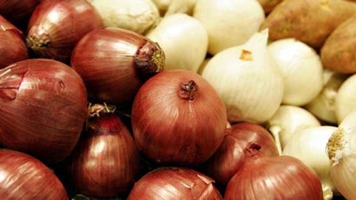 In Lucknow, a man robbed of his Onion, tomatoes and garlic