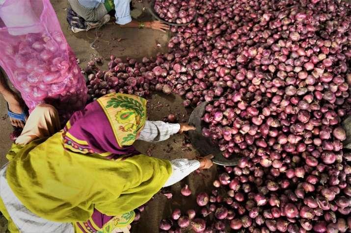 Delhi govt demands more onions from Centre
