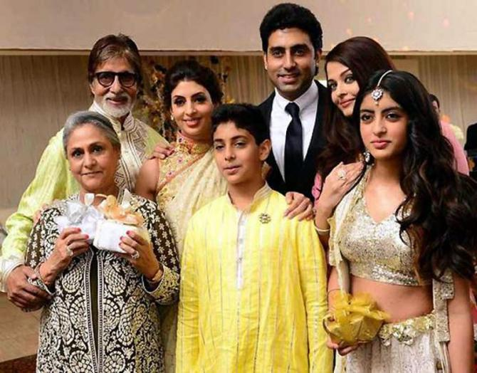 India Tv - Amitabh Bachchan with wife Jaya Bachchan and his family