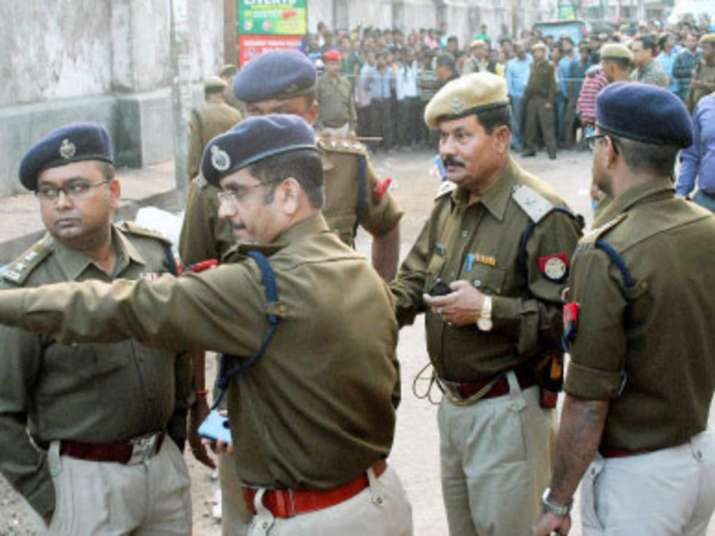 Assam – 12 policemen injured in mob attack, when they trying to save 4.