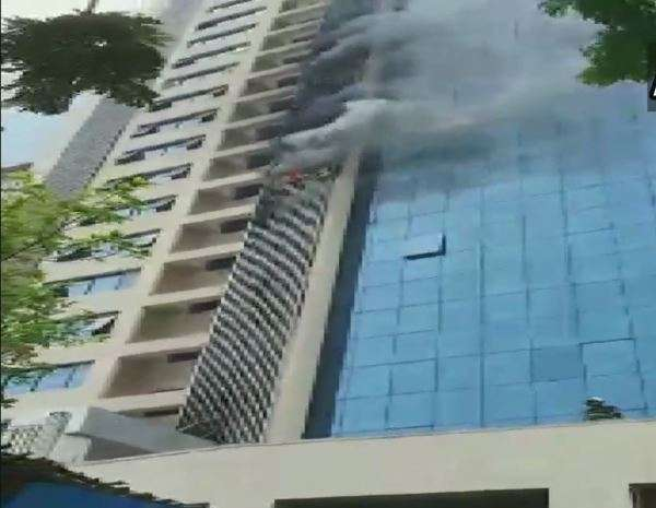 Mumbai: Fire breaks out at commercial building in Andheri