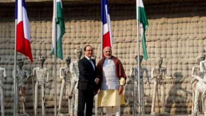 India Tv - Modi hosted former French President Francois Hollande in Chandigarh