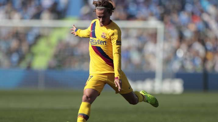 Barcelona's Antoine Griezmann runs with the ball during the