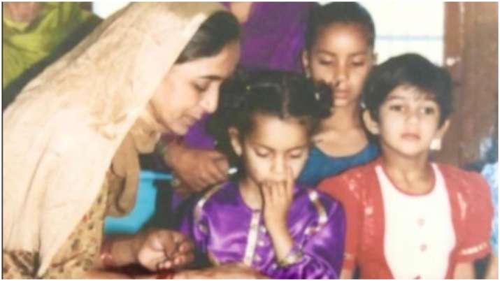 Rangoli shares adorable childhood picture of Kangana Ranaut