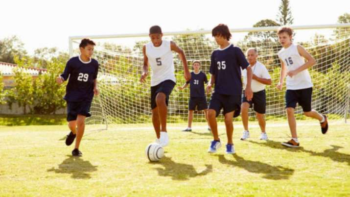 Adolescents who play sports less likely to suffer from