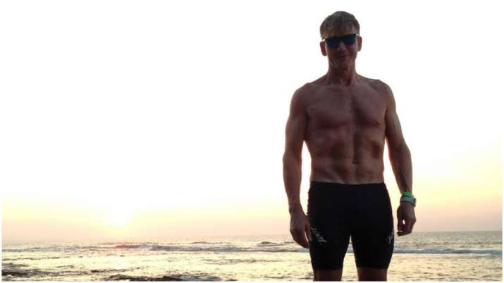 Gordon Ramsay goes shirtless in latest picture, netizens go